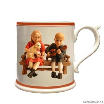 Krus med motiv - Carl Larsson  (røde barn)