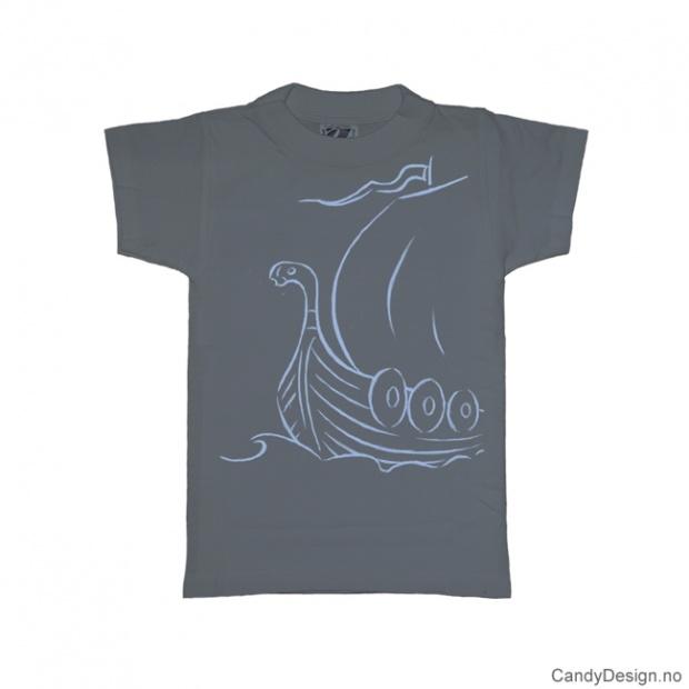 L- Herre T-skjorte gråblå med lyse blått vikingskip trykk