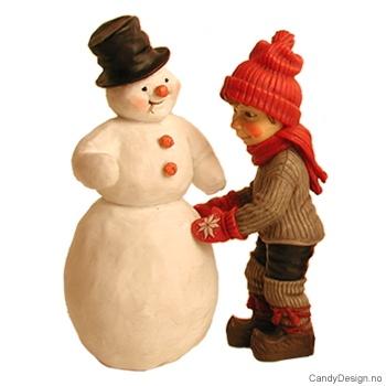 Gutt med snømann