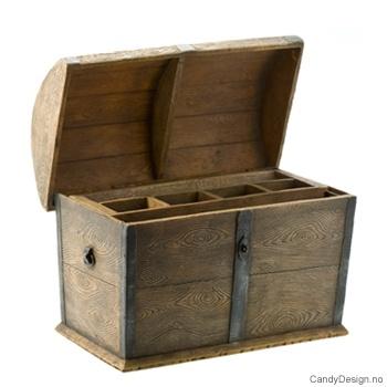 Stor kiste i antikk tre