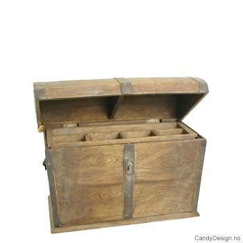 Liten kiste med innhold antikk