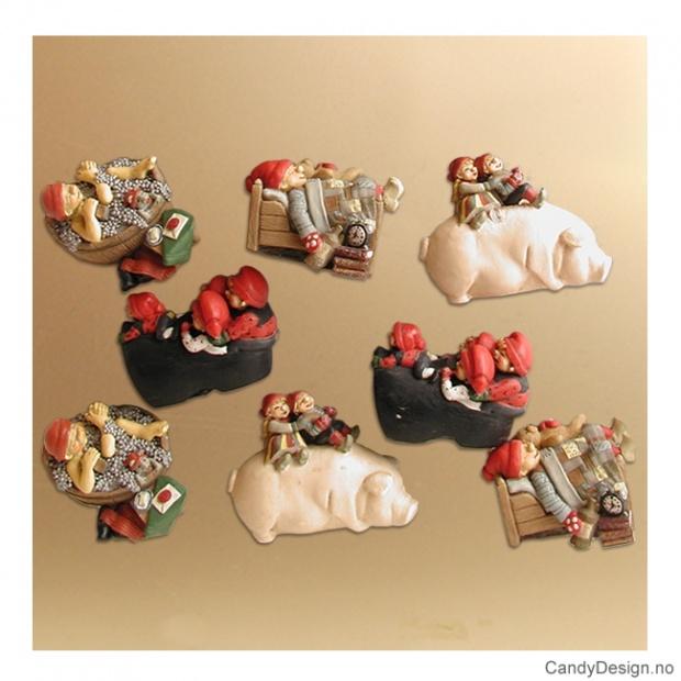 Magnetnisser på gris i seng, sko, stamp med mer - Assortert