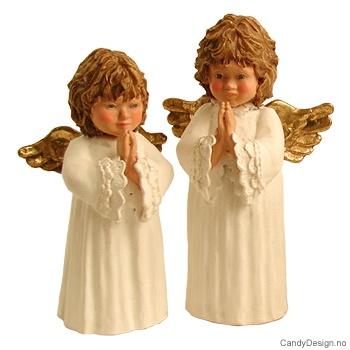 To engler i bønn med vinger