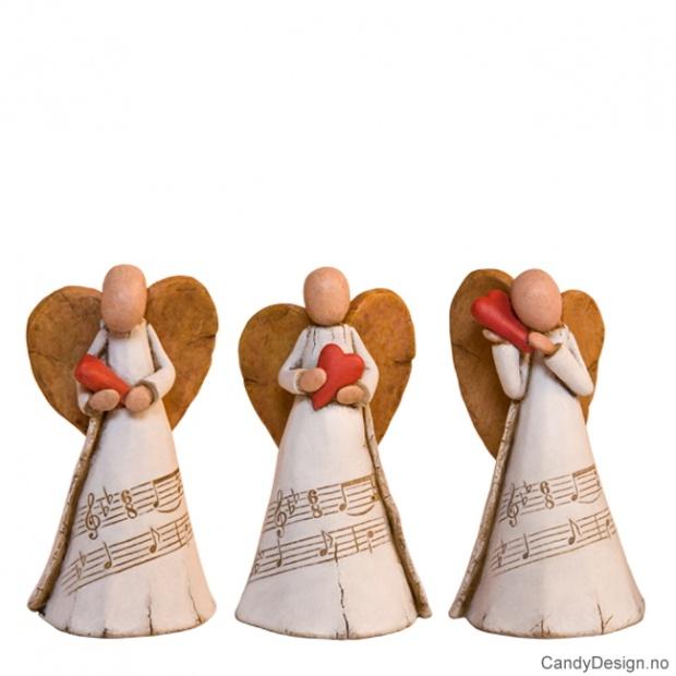 3 engler med hjerter