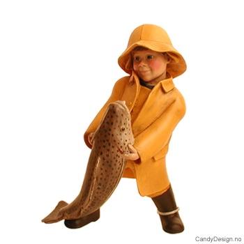 Enkle barn tilbake fra fisketur - Pike med stor fisk i armene