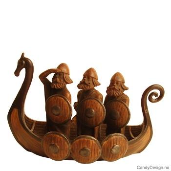 3 moderne vikinger i skip