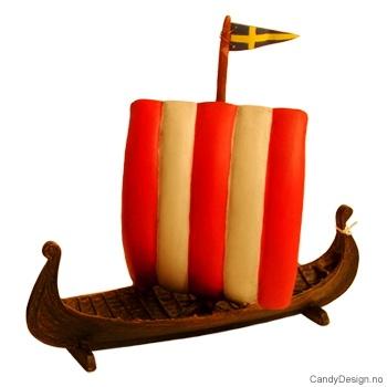 Vikingskip med seil med Svensk flagg