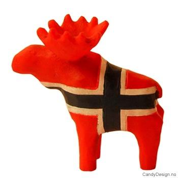 Treskåret elg suvenir i Norske farger