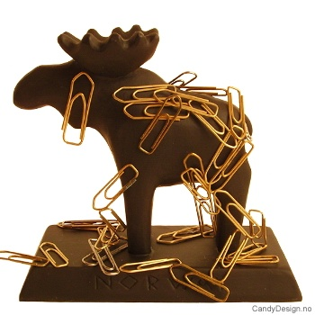 Treskåret elg suvenir på stett m/magnet