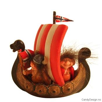 Vikingskip suvenir med vikingtroll