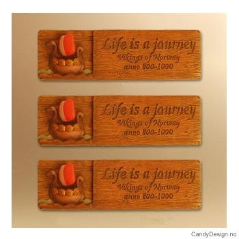 Woodstyle magnet plater med tekst  Vikingeskip  (kort) magnet Life is a journey, Vikings anno 800 - 1000