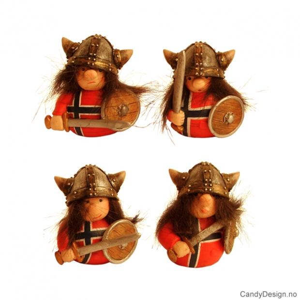 Runde vikinger med norsk flagg på genser