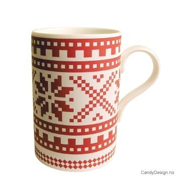 Kopp med tradisjonelt strikke mønster i rødt